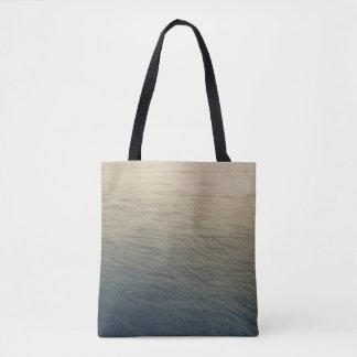 L'eau calme au crépuscule sac