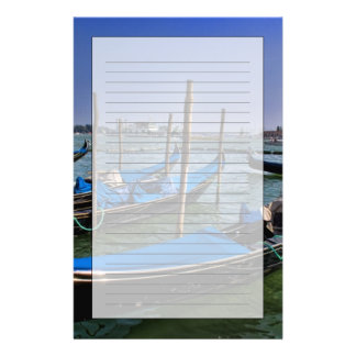 L'eau de canal grand avec des bateaux de gondalo a motifs pour papier à lettre