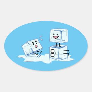 l'eau glaciale de cube en glaçons glissant le sticker ovale