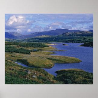 L'Ecosse, montagne, Wester Ross, loch Garry. Posters