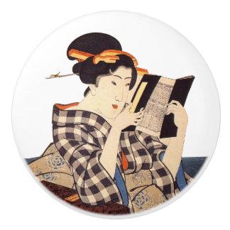 Lecture japonaise vintage de femme de bois de