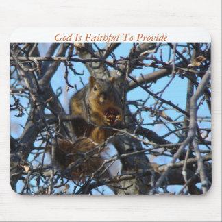 L'écureuil avec sec vers le haut d'Apple, Dieu est Tapis De Souris