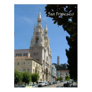 L'église de Peter et de Paul et le Coit dominent Carte Postale