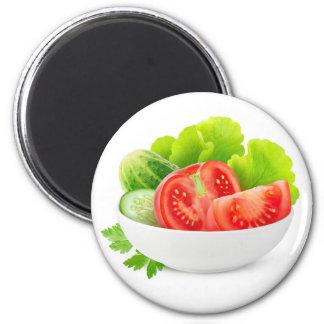 Légumes dans une cuvette aimant