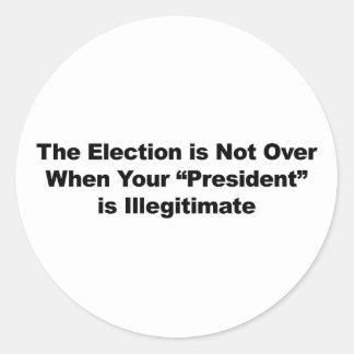 L'élection n'est pas terminée sticker rond