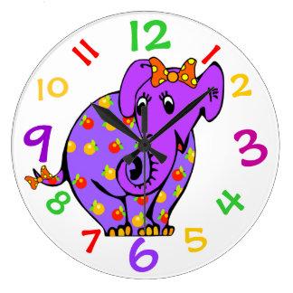 L'éléphant pourpre badine l'horloge avec des nombr grande horloge ronde