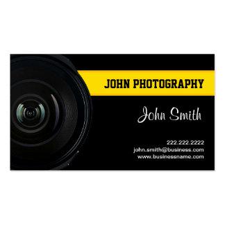 Lentille et carte de visite jaune de photographie