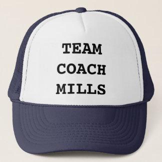 L'entraîneur d'équipe fraise le casquette