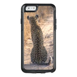 Léopard se reposant dans la route, Afrique Coque OtterBox iPhone 6/6s
