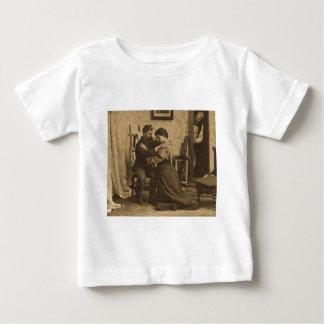 L'épaule arme le cru antique Stereoview de gamme T-shirt