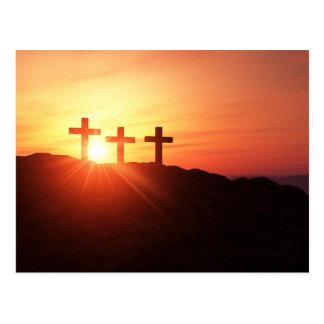 Les 3 croix sur le sommet avec un coucher du carte postale