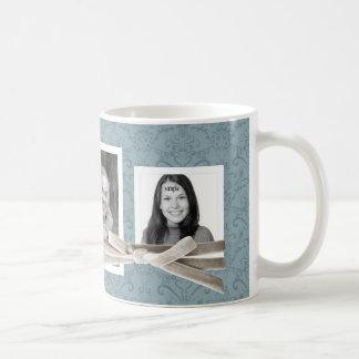 Les 3 photos mignonnes enveloppées avec le ruban mug blanc