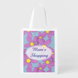 Les achats heureux de la maman de marguerite de sacs d'épicerie réutilisables