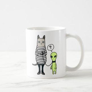 Les aliens nous conquièrent, chats conquièrent des tasse