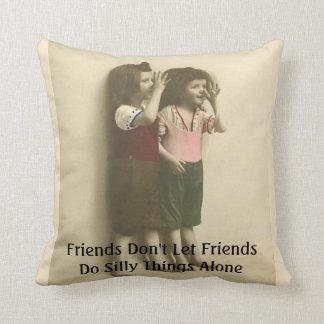 Les amis ne laissent pas des amis font seules des coussin