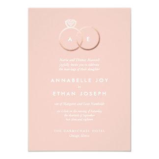 Les anneaux d'or roses modernes rougissent carton d'invitation  12,7 cm x 17,78 cm