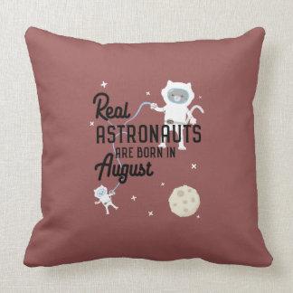 Les astronautes sont en août Ztw1w nés Oreillers