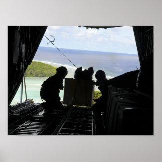 Les aviateurs éliminent une palette des affiche