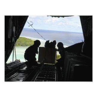 Les aviateurs éliminent une palette des impressions photographiques