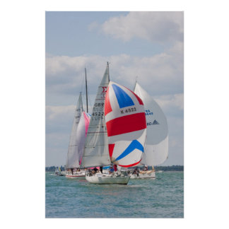 Les bateaux à voile concurrencent pendant la semai affiche