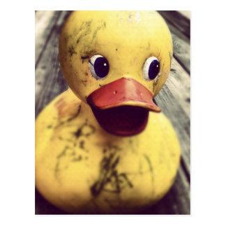 Les besoins mignons en caoutchouc jaunes Bath ! Carte Postale