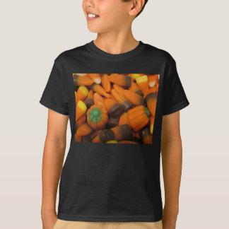 Les bonbons au maïs à automne badinent le T-shirt