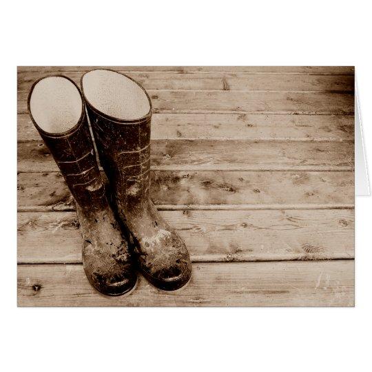Les bottes en caoutchouc boueuses d'un agriculteur carte de vœux