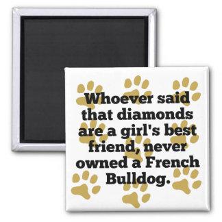 Les bouledogues français sont le meilleur ami aimant