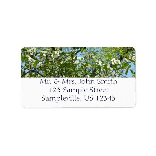 Les branches du cornouiller se développe des étiquettes d'adresse