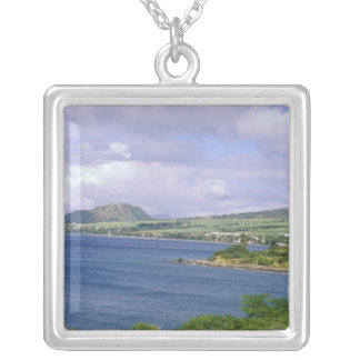 Les Caraïbe, St Kitts, Roseau. Côte Pendentif Carré