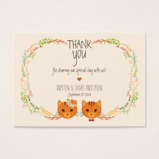 Les chats lunatiques de forêt écrèment des cartes de visite