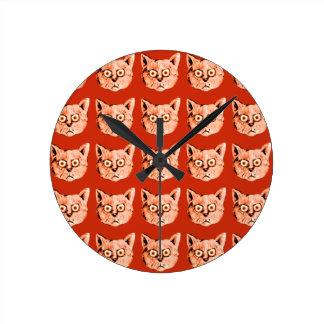 les chats refroidissent la structuration horloge ronde