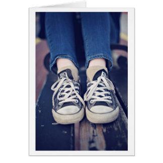 Les chaussures de tennis vintages se sont fanées carte de vœux
