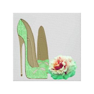 Les chaussures stylets de dentelle de vert de chau toile tendue sur châssis