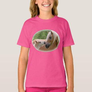 Les chevaux de Haflinger poulinent et jument T-shirt