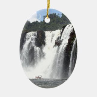 Les chutes d'Iguaçu et bateaux, Argentine Ornement Ovale En Céramique