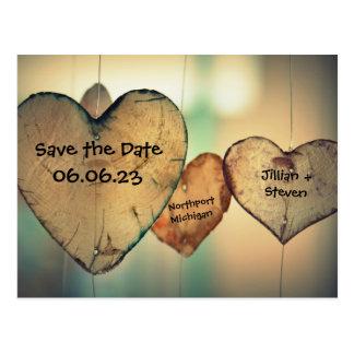 Les coeurs en bois rustiques - sauvez la carte carte postale