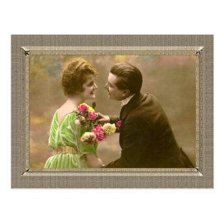 Les couples romantiques - donnez-moi un baiser carte postale