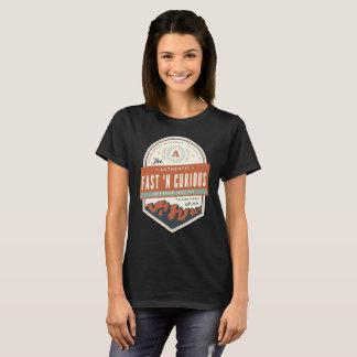 Les dames jeûnent T-shirt de base curieux de n