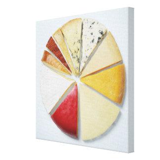 Les divers morceaux de fromage ressemblant à un toiles