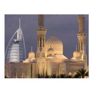 Les EAU, Dubaï. Mosquée dans la soirée avec Carte Postale