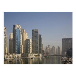 Les EAU, Dubaï. Tours de marina avec des bateaux à Cartes Postales