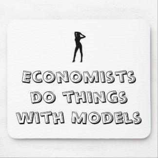 Les économistes font des choses avec des modèles tapis de souris