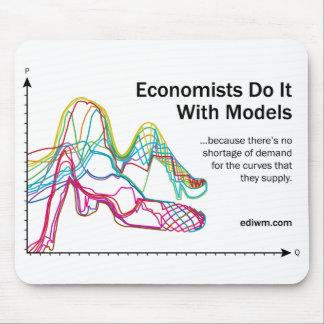 Les économistes le font avec le tapis de souris de