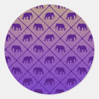 Les éléphants modèlent sur l'arrière - plan sticker rond