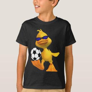 Les enfants refroidissent le T-shirt du football