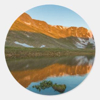 Les Etats-Unis, le Colorado, Mt. Evans. Réflexion Sticker Rond