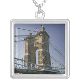 Les Etats-Unis, Ohio, Cincinnati : Suspension 3 de Collier