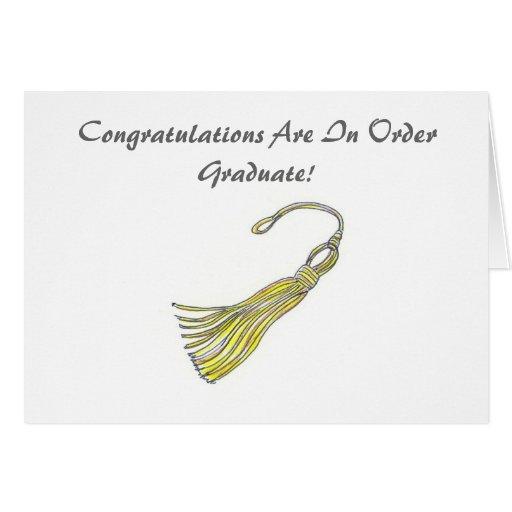 Les félicitations reçoivent un diplôme la carte de