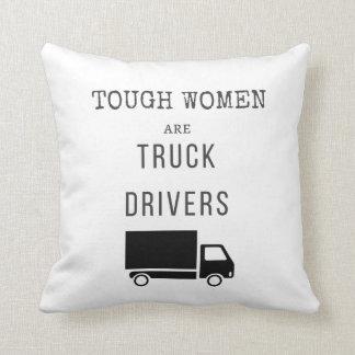Les femmes dures sont des chauffeurs de camion oreillers